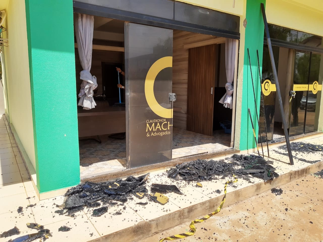 Escritório de advogado e candidato a vereador é alvo de tiros no oeste da Bahia