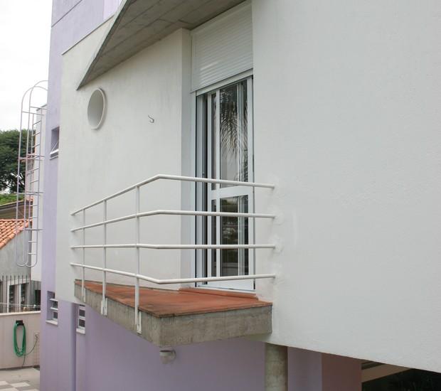 SACADA | A estrutura não segue o alinhamento da parede  (Foto: Pedro Abude / Editora Globo)