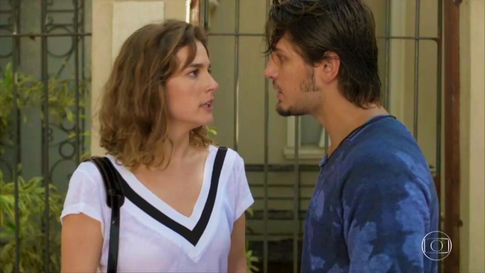 Sofia (Priscila Steinman) enfrenta Rafael (Daniel Rocha) — Foto: TV Globo