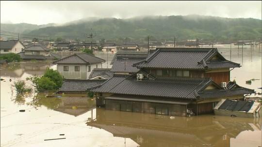 Chuvas torrenciais matam ao menos 81 no oeste do Japão