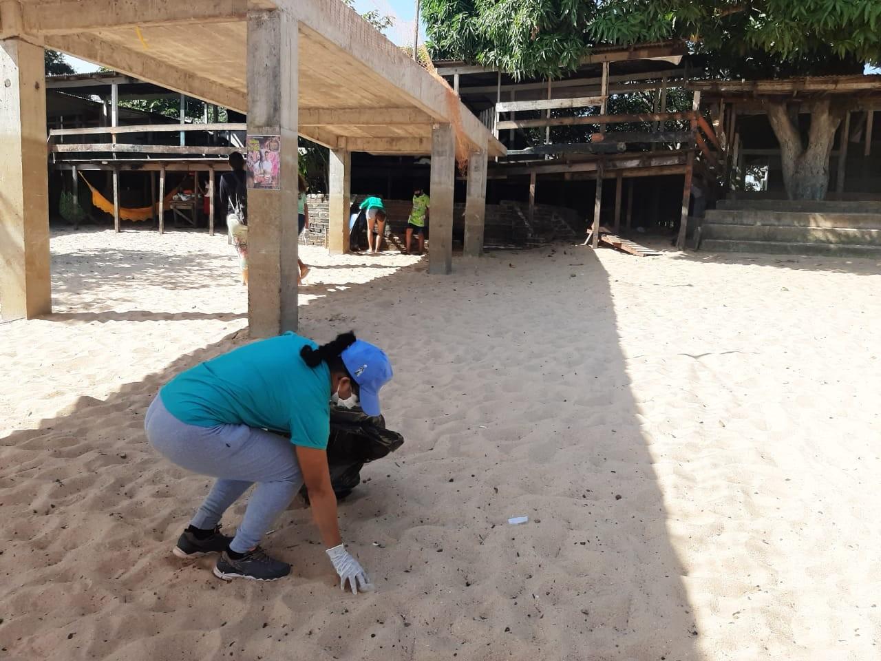Projeto 'Tapajós limpo, praia limpa' realiza ação ambiental na praia do Maracanã, em Santarém