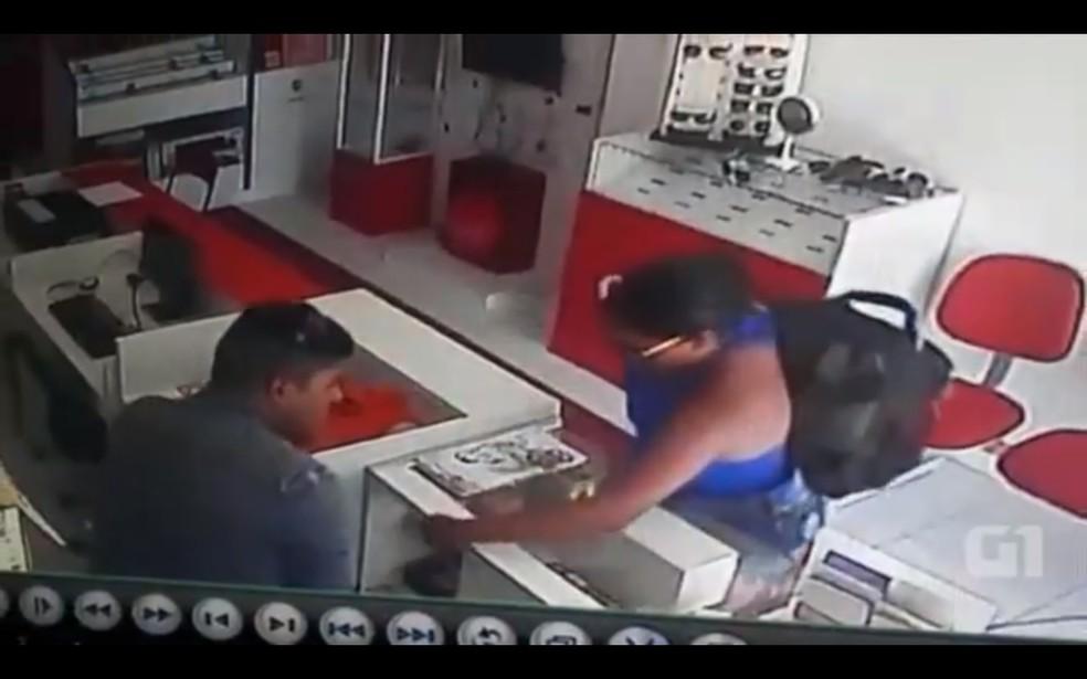 Câmera de segurança flagrou assalto a loja em Alto do Rodrigues, no RN (Foto: Reprodução)