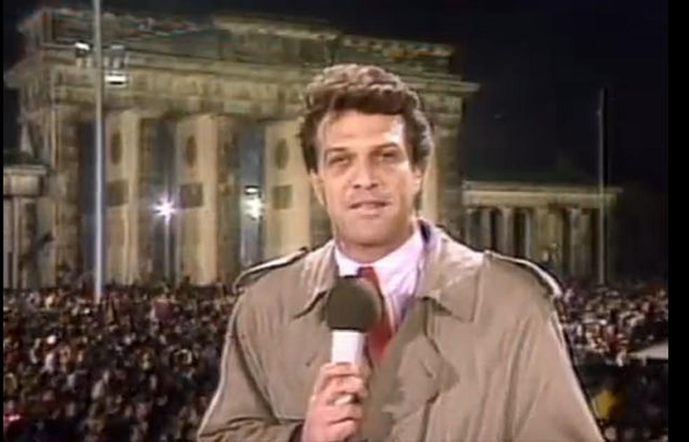 Pedro Bial na cobertura da queda do Muro de Berlim, em 1989 — Foto: reprodução GloboNews