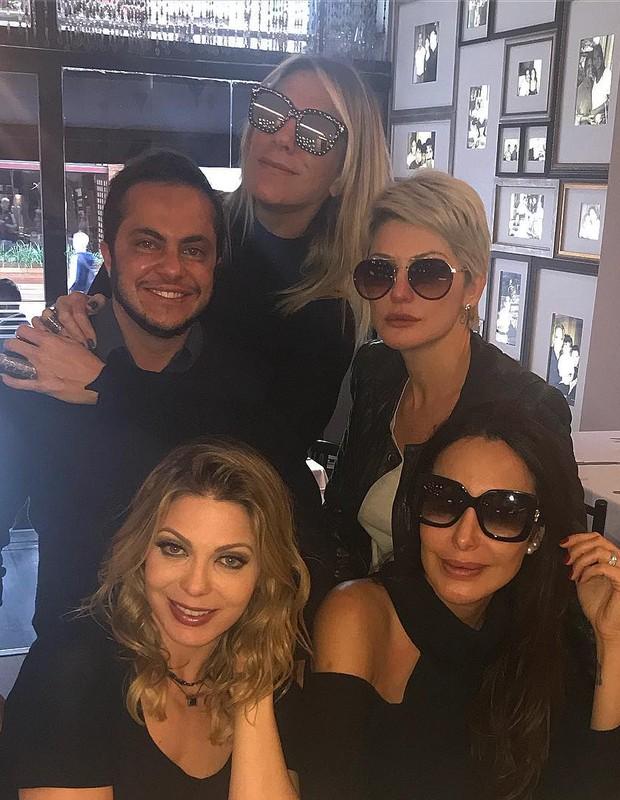 Sheila Mello curte almoço com Thammy Miranda, Antonia Fontenelle e Carol Marra (Foto: Reprodução Instagram)