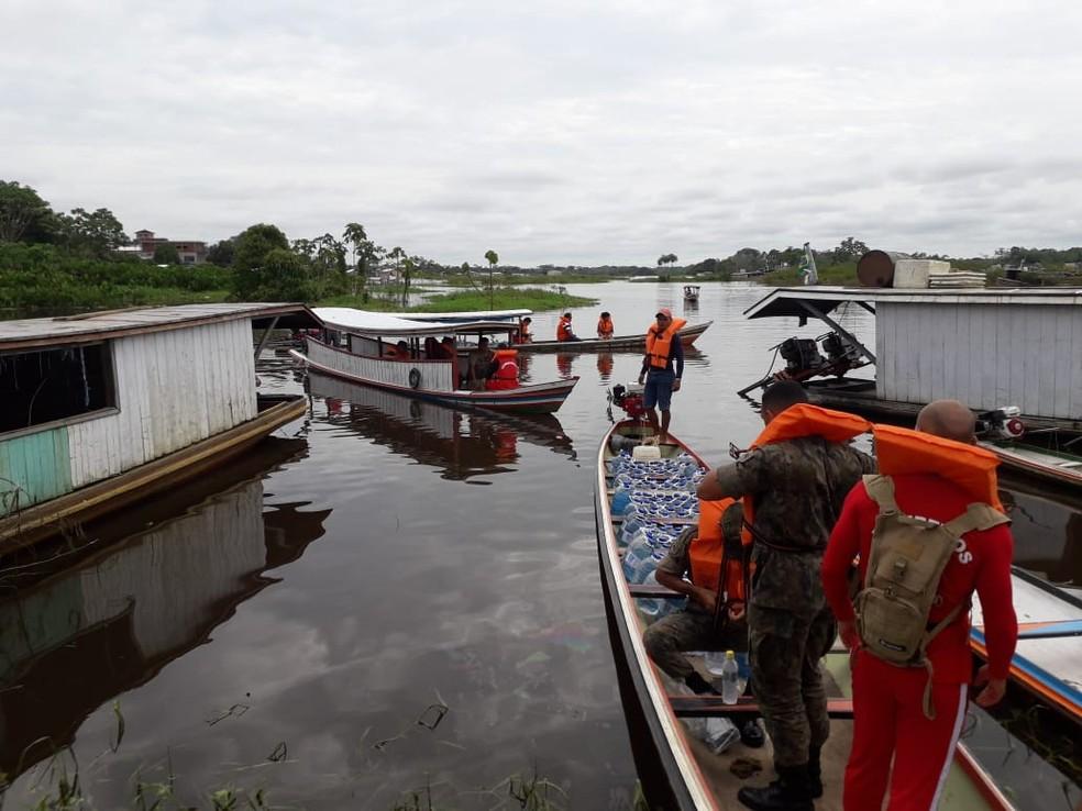 Terceira distribuição de água ocorreu nesta terça (19) para moradores atingidos pela enchente do Rio Juruá — Foto: Divulgação/Corpo de Bombeiros do Acre