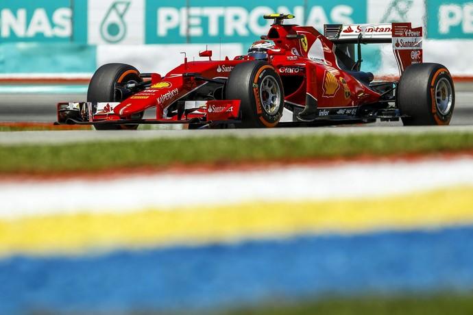 Kimi Raikkonen, da Ferrari, em ação nos treinos livres para o GP da Malásia (Foto: EFE)