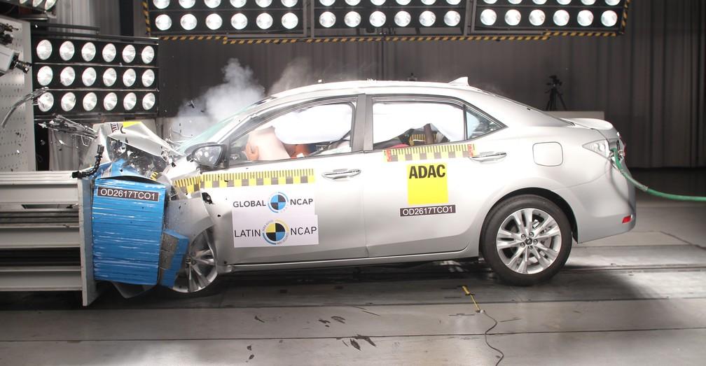 Toyota Corolla passa por teste de colisão (Foto: Divulgação)