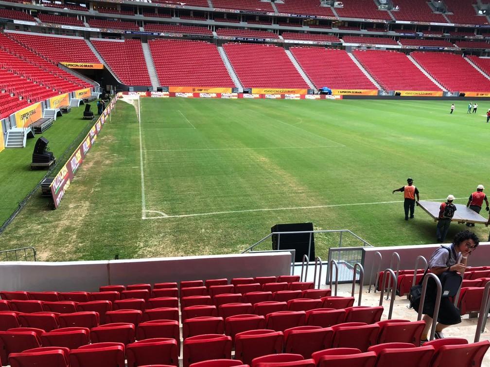 Gramado do Mané Garrincha, Supercopa do Brasil — Foto: Felipe Schmidt / GloboEsporte.com