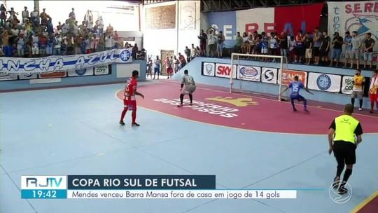 """Haja fôlego! Mendes supera """"caldeirão"""" e vence Barra Mansa em jogo frenético com 14 gols"""