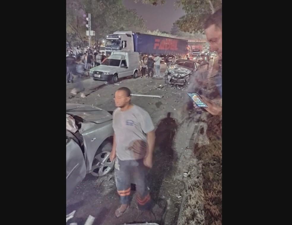 Ao menos três pessoas morreram e duas ficaram feridas em um acidente — Foto: Reprodução redes sociais