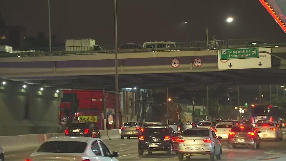 Prefeitura vai contratar empresas para fazer laudos técnicos de viadutos — Foto: TV Globo/Reprodução