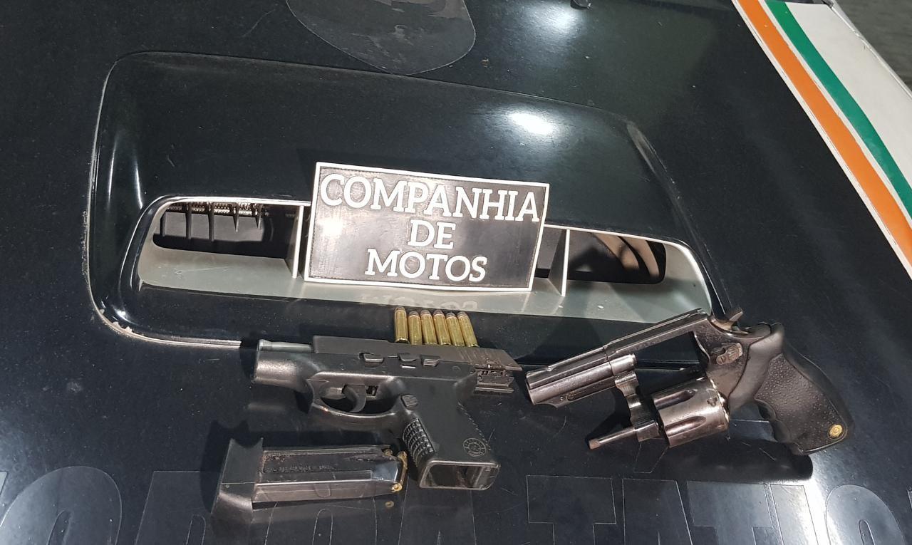 Dupla é presa e duas armas são apreendidas após tiroteio no Vicente Pinzón, em Fortaleza