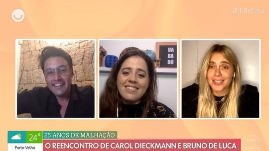 Carolina Dieckmann e Bruno De Luca se emocionam ao falar dos 30 anos de amizade