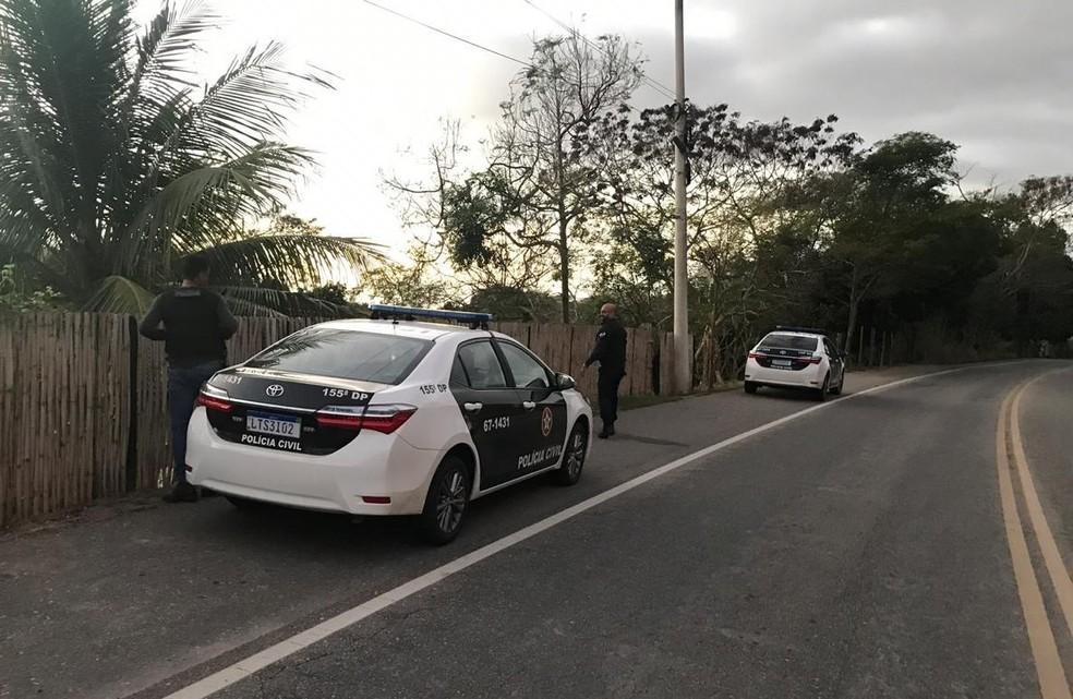 Quatro viaturas e 10 agentes da Polícia Civil participaram da ação — Foto: Divulgação/Polícia Civil