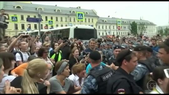 Mais de 200 pessoas são presas em protesto não autorizado na Rússia