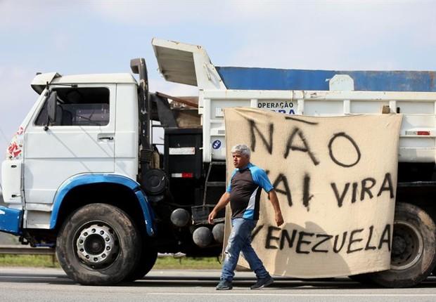 Caminhoneiros Protestam Em Estrada Proxima A Sao Paulo Greve Caminhao Sel Foto