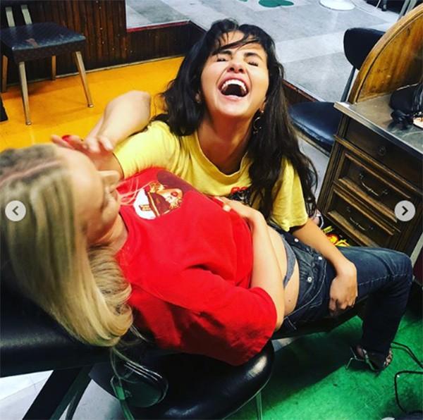 Selena Gomez e Ashley Cooke (Foto: Instagram)
