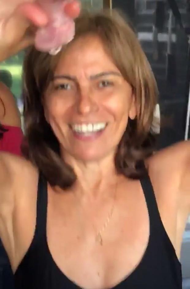 Dona Miriam, mãe de Anitta, em churrasco (Foto: Reprodução/Instagram)