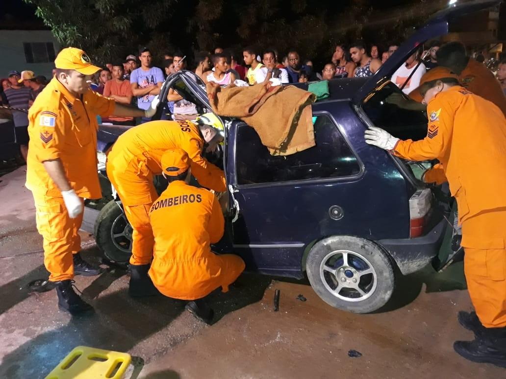 Colisão entre dois carros deixa uma pessoa presa às ferragens em Maragogi - Notícias - Plantão Diário