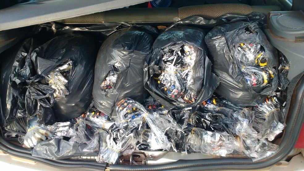 Relógios foram apreendidos em veículo (Foto: Polícia Rodoviária/Divulgação )