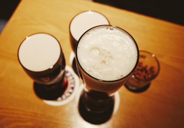 cerveja - brinde - bebida - comemoração - beber - drinque - festa - reunião - alegria (Foto: Pexels)