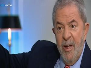 O ex-presidente Luiz Inácio Lula da Silva, em entrevista à RTP, ao afirmar que indicou 6 ministros que julgaram o mensalão no STF (Foto: Reprodução/RTP)