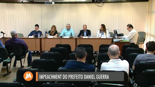 Freis são ouvidos em processo de impeachment do prefeito de Caxias do Sul