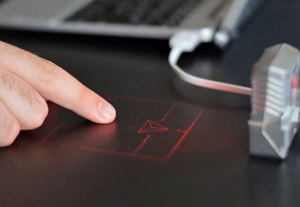 ODiN projeta mouse virtual em qualquer superfície via raio laser — Foto: Divulgação/Serafim