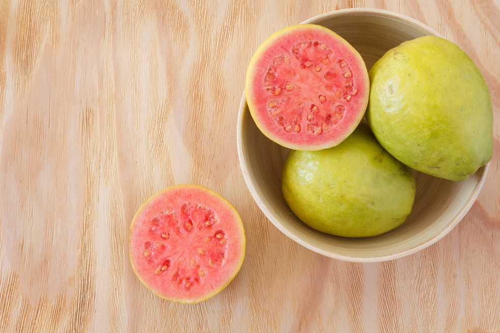 Goiaba ajuda a manter o sistema imunológico forte (Foto: iStock Getty Images)