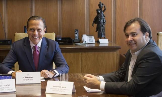 O presidente da Câmara, Rodrigo Maia, em reunião o governador de São Paulo, João Doria, em 2019
