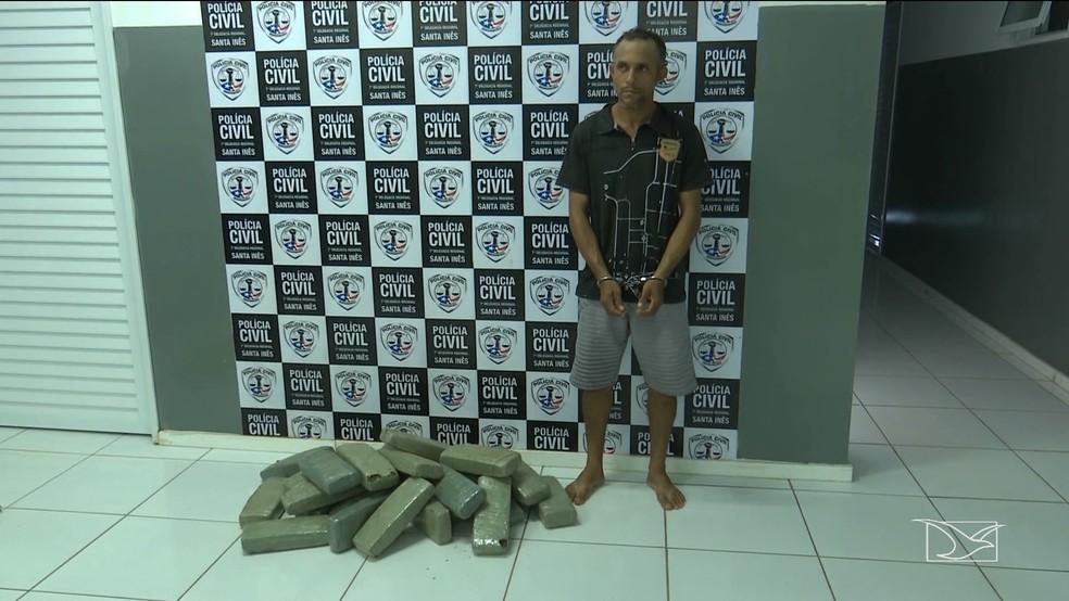 Antonio foi autuado por tráfico de drogas após ser abordado com 27 kg de maconha — Foto: Reprodução/TV Mirante