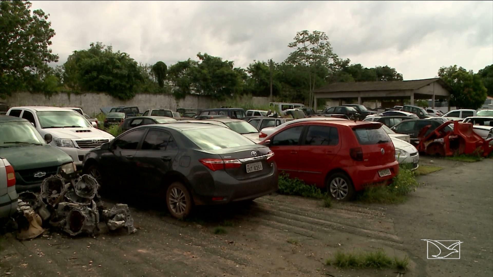 Veículos apreendidos pela polícia viram sucata na delegacia regional de Imperatriz