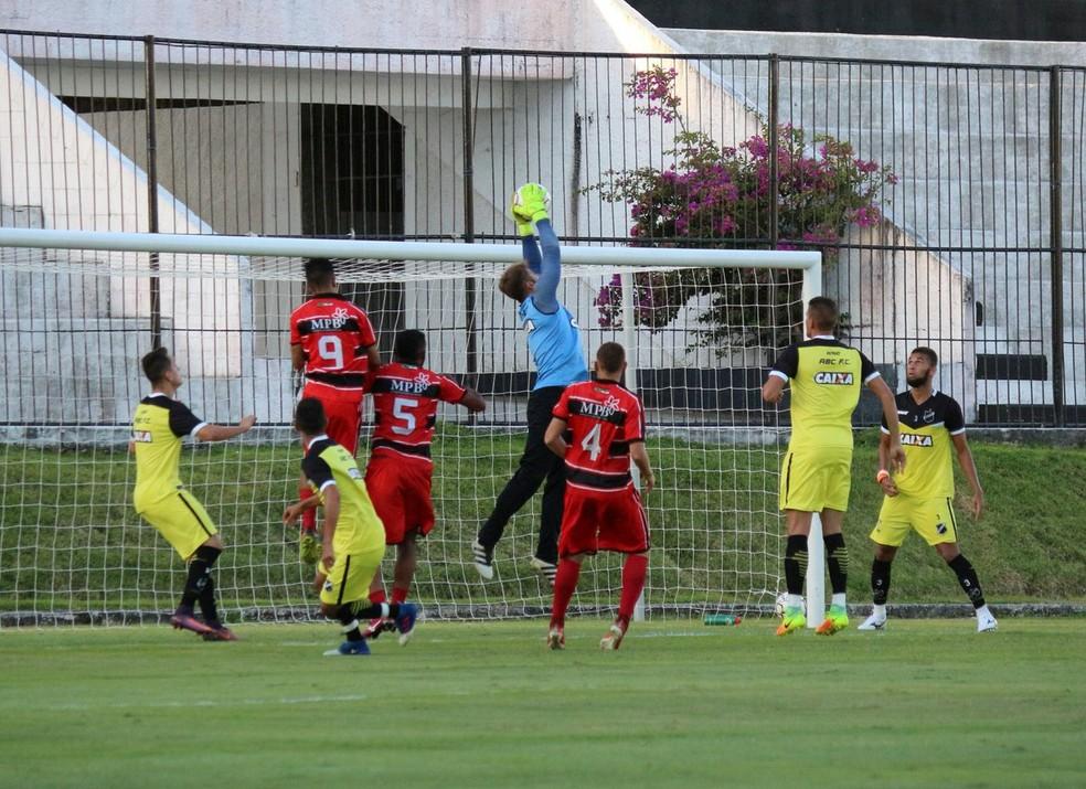 Reservas do ABC vencem Força e Luz em jogo-treino (Foto: Andrei Torres/ABC)