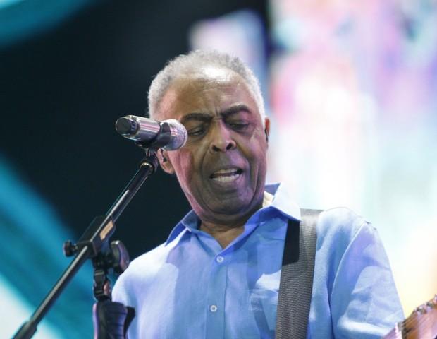 Gilberto Gil faz show na praia de Copacabana (Foto: Marcos Ferreira/ Brazil News)