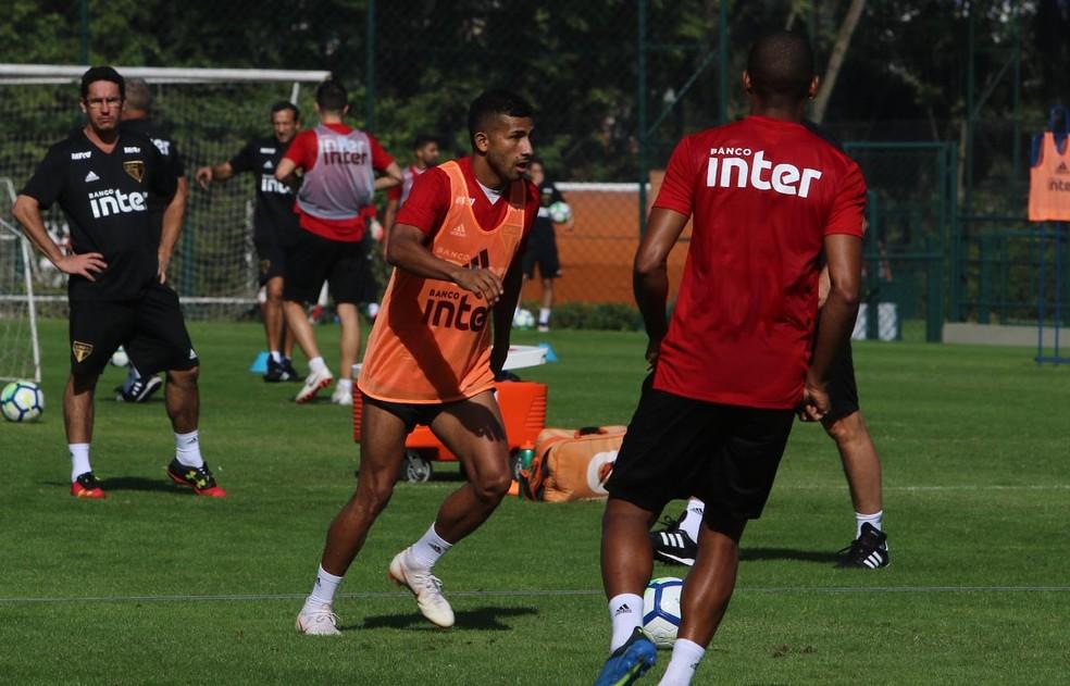 Rojas durante treino do São Paulo no CT da Barra Funda (Foto: Rubens Chiri)