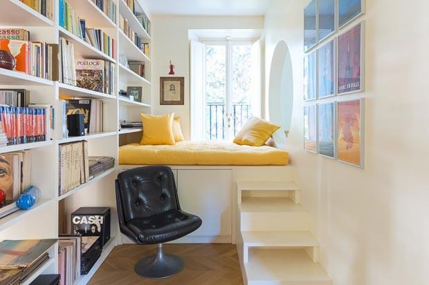 Décor do dia: canto de leitura com daybed amarela (Foto: Francesco Cantone)
