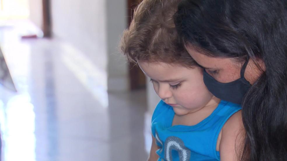 Silvânia Silva e o filho Guilherme — Foto: Reprodução/TV Globo