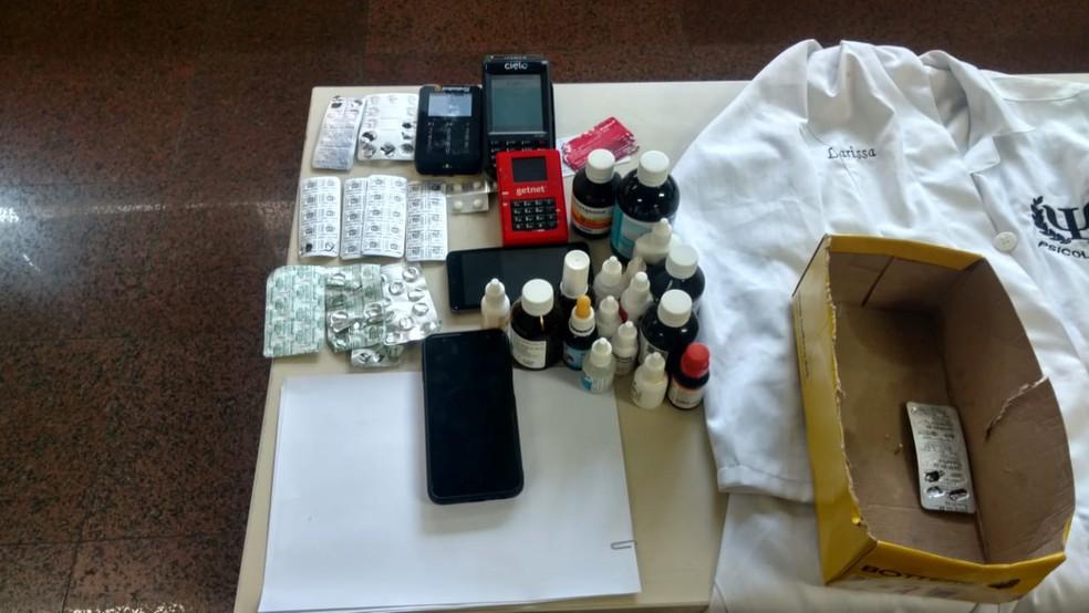 Material apreendido com suspeita de aplicar o golpe 'boa noite, Cinderela' em baladas de luxo de São Paulo: máquinas de cartão e remédios para dormir — Foto: Divulgação/Polícia Civil