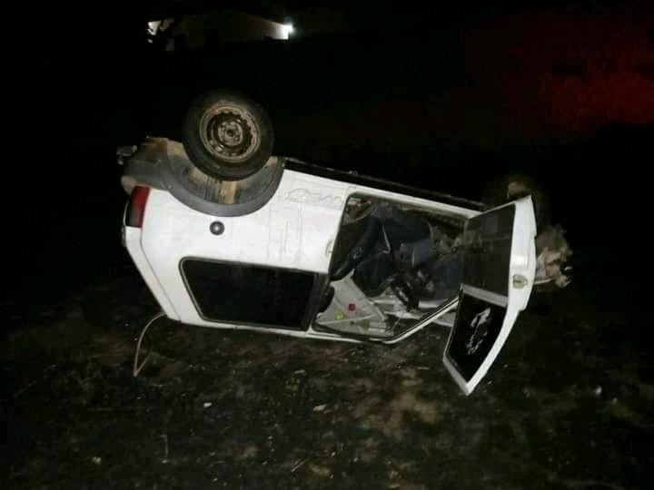 Motorista morre ao perder controle do carro, atingir meio-fio e capotar em Fervedouro