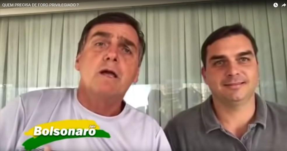 Em vídeo de 21 de março de 2017, o presidente Jair Bolsonaro, que na época era deputado federal, diz que não quer foro privilegiado — Foto: Reprodução/YouTube/Eduardo Bolsonaro
