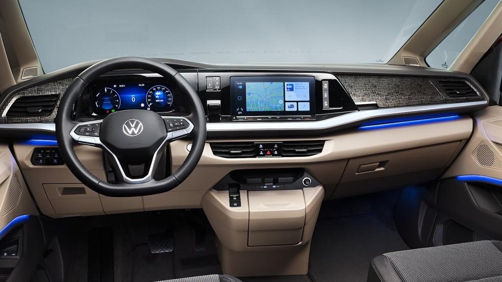Sucessora da Volkswagen Kombi tem pintura saia-e-blusa, câmbio no painel e motor do Golf GTI 32