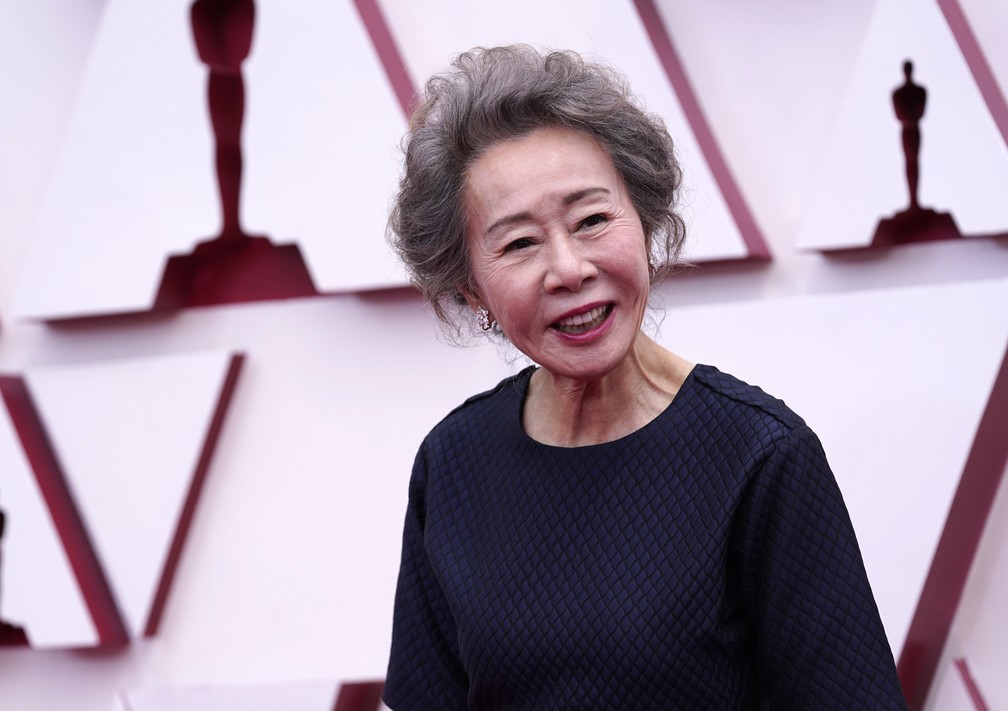"Youn Yuh-jung, indicada à atriz coadjuvante por ""Minari"", no tapete vermelho do Oscar 2021 — Foto: AP Photo/Chris Pizzello"
