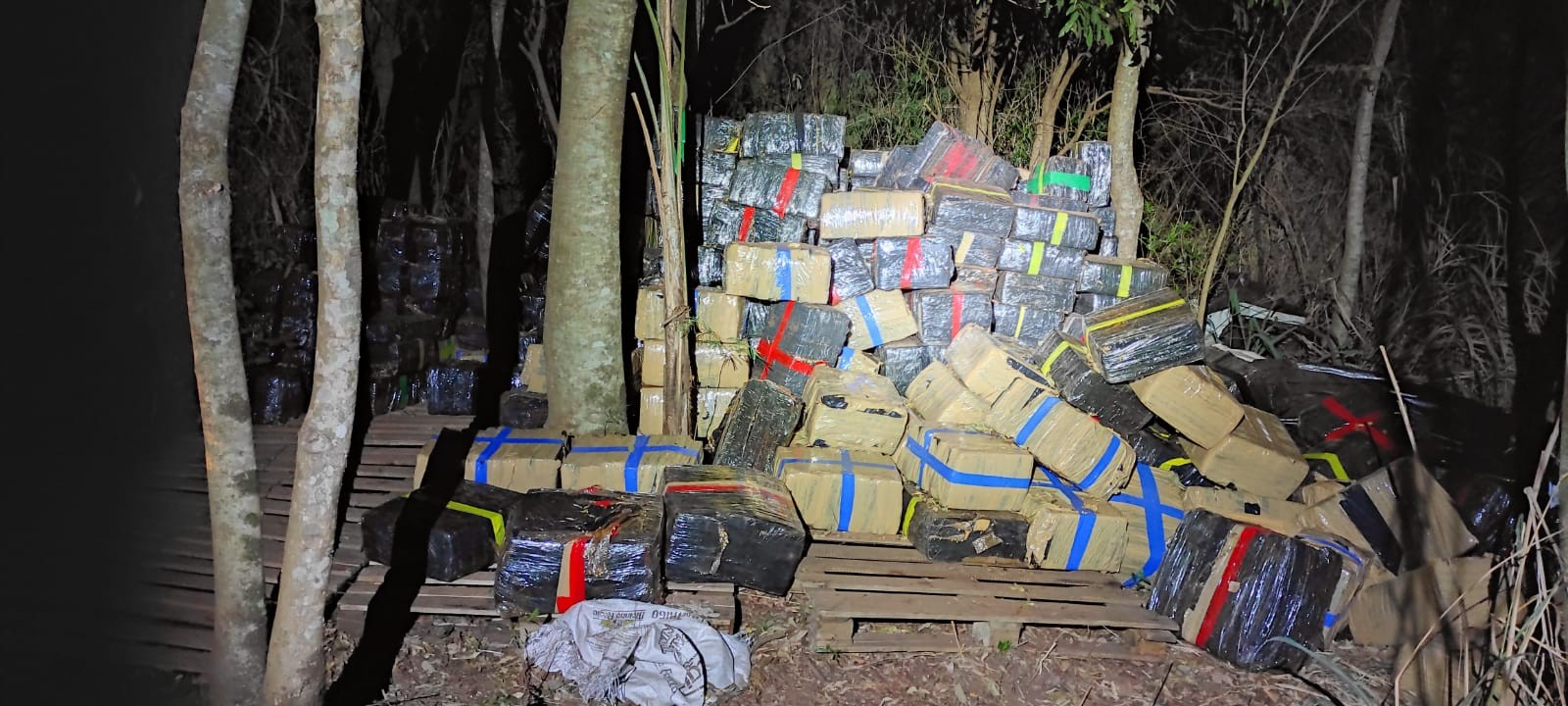 Dez toneladas de maconha são apreendidas em Brasilândia do Sul