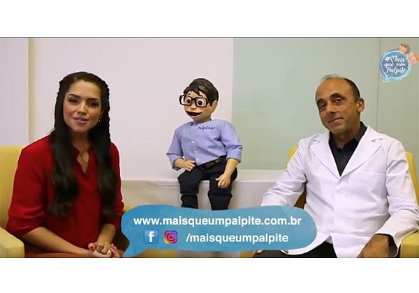 Thais Fersoza com o pediata Renato Kfouri e o boneco Palpitinho em vídeo de campanha (Foto: Reprodução)