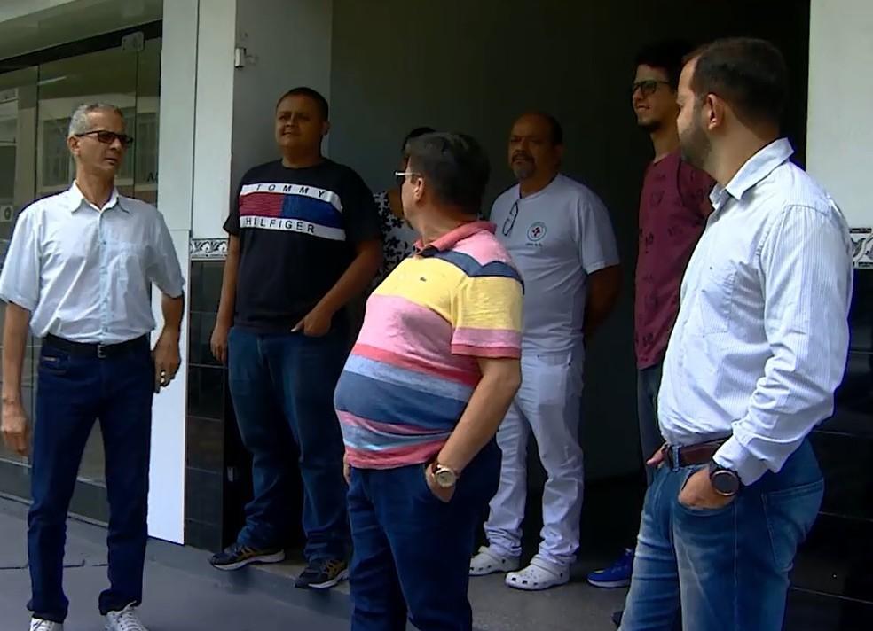 Comerciantes e moradores da região reclamam de medida — Foto: Reprodução/Rede Amazônica