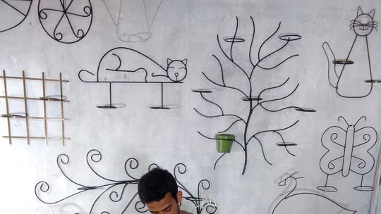Lucas Carvalho replica personagens e objetos no artesanato com ferro