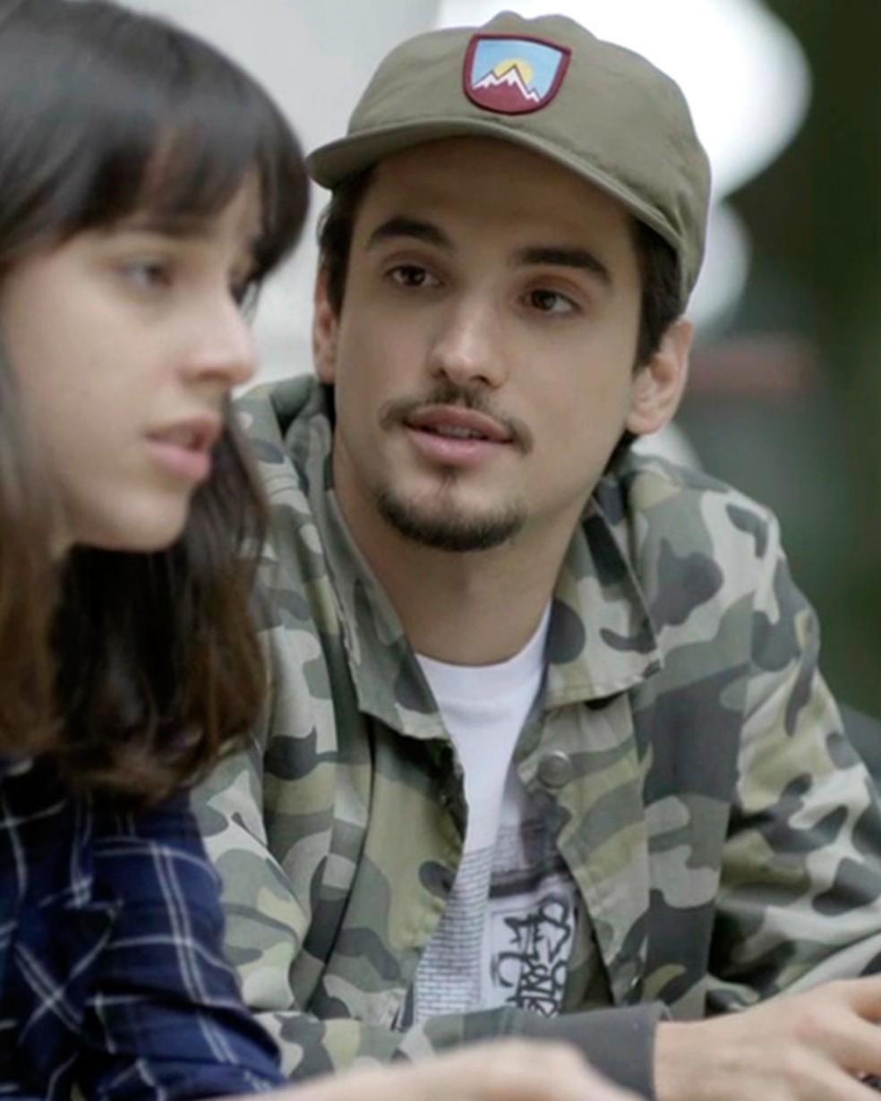 Felipe (Gabriel Calamari) pressiona Lica (Manoela Aliperti) em 'Malhação - Viva a Diferença' — Foto: Globo