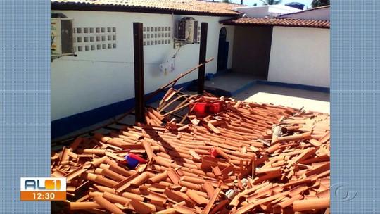 Teto de pátio de escola desaba em Santa Luzia do Norte, AL
