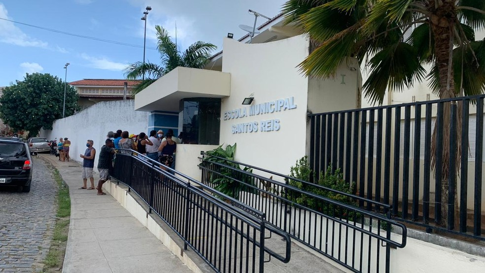 Escola Municipal Santos Reis, no bairro de Santos Reis, iria abrigar as famílias do MLB, mas pais de alunos protestaram — Foto: Anna Alyne Cunha/Inter TV Cabugi