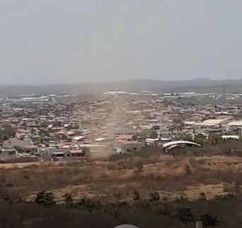 VÍDEO: morador registra redemoinho de poeira em Sobral, no interior do Ceará